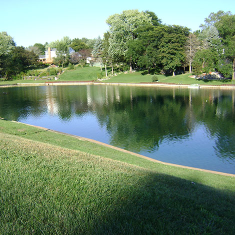 Are there any concerns using our pond if I fertilize the lawn?